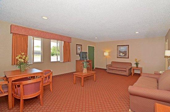 Americas Best Value Inn: One King Bed Suite