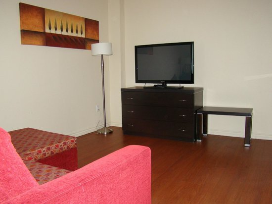 Holiday Inn Express Hotel & Suites Montreal Airport : Sitting area