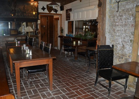 Wayside Inn: Coachyard Lounge (looking into the Tavern)