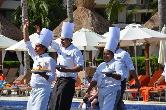 Dreams Riviera Cancun Resort & Spa: 2pm Chefs Parade