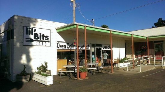 Lil' Bits Cafe: Front view