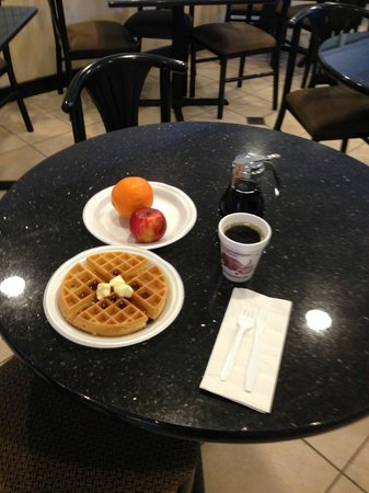 Quality Inn and Suites North/Polaris: Breakfast