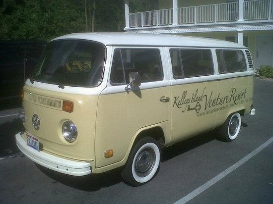 Kelleys Island Venture Resort: Our fun little van!