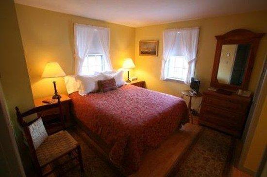 Seven Sea Street Inn: Guest House Queen