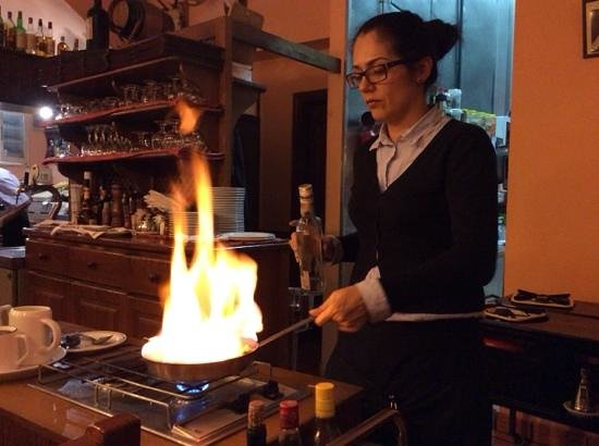 Tabla Caliente : maria doing a flambe