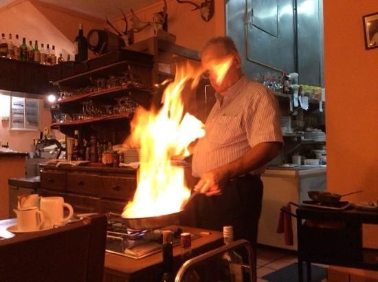 Tabla Caliente : Manuel doing a flambe