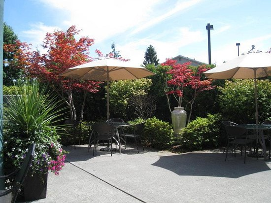 Holiday Inn Express Bellingham: Guest Patio