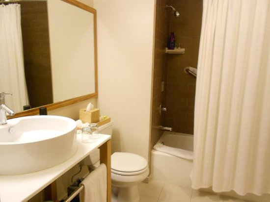 Cova Hotel: Bathroom