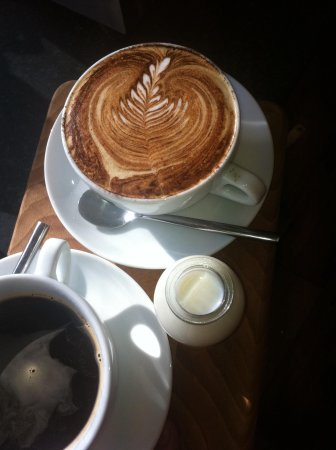 Lazy Cow: Coffee and sunshine ..perfect!