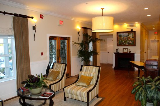 Henderson Park Inn: Lobby in our building.
