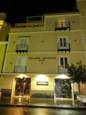 Palazzo Abagnale: El frente