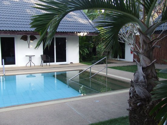 Phuket Airport Hotel: The pool is great for children as its not to big