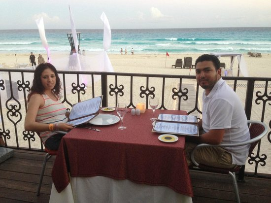 Hyatt Zilara Cancun: Comida en el Pelicanos junto a la Playa