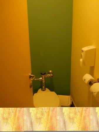 Novotel Santiago Vitacura : Separate toilet