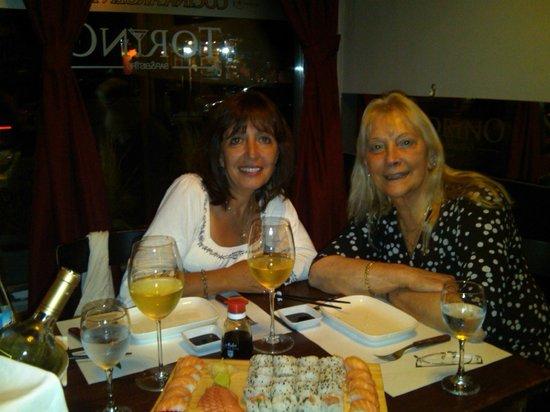 Torino Bar Bistro: Disfrutando el Sushi y la charla con mi amiga entrañable.