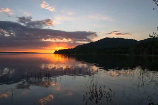 Hotel Mon Ami: Cerro Cahuí en el lago Petén Itza