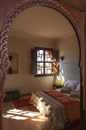 Lit double de la chambre familiale de luxe zaeitoune for Chambre 9m2 lit double