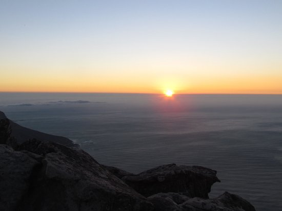 Montagne de la Table : Summer sunset view from Table Mountain.... Buy picnic food and a bottle of wine from a Woolworth