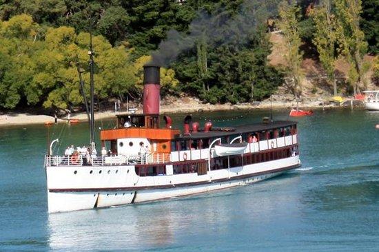 Real Journeys - TSS Earnslaw Vintage Steamship Cruises: TSS Earnslaw