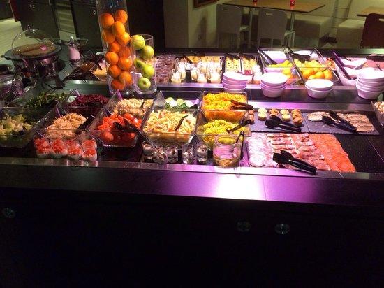 Campanile Nantes Centre - Saint Jacques : Buffet chaud au restaurant