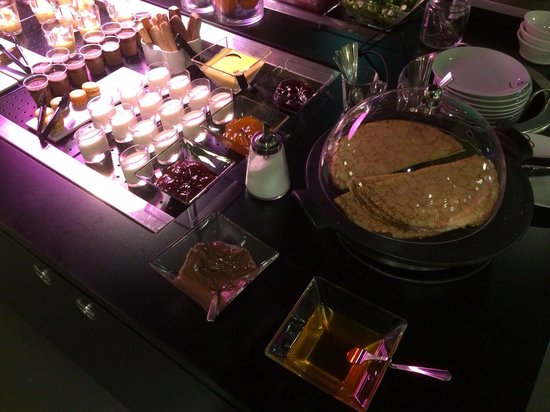 Campanile Nantes Centre - Saint Jacques : Zoom sur les crêpes proposée dans le buffet chaud.