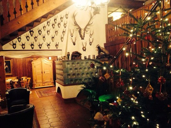Hotel Hirschen Menzenschwand: Hotel lobby @ Christmas time :)