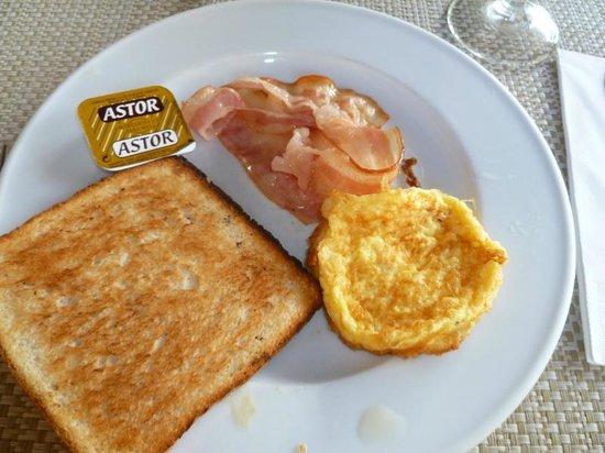 H10 Vintage Salou : Breakfast plate