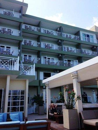 Sandals Ochi Beach Resort: View of Riviera Building Balconies