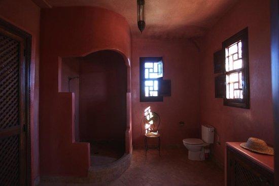 Chambre familiale de luxe tine picture of riad couleur - Salle de bain couleur sable ...