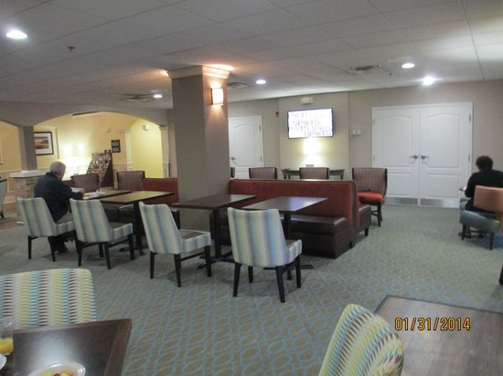 Homewood Suites by Hilton Sarasota: Plenty of eating room - good for Socializing too