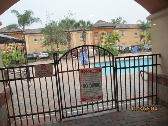 Homewood Suites by Hilton Sarasota: Nice heated pool and hot tub