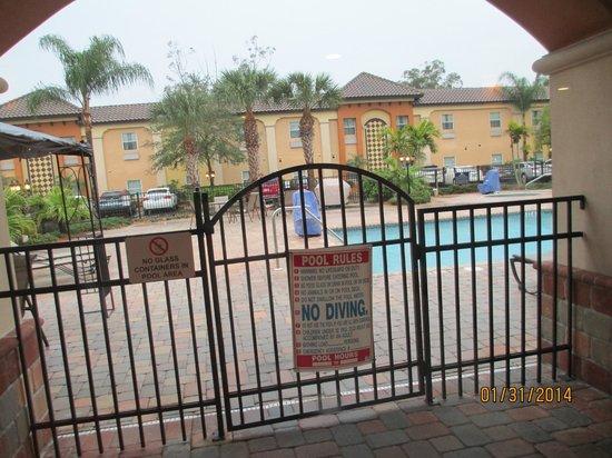 Homewood Suites by Hilton Sarasota: Nice heated pool and hot tub
