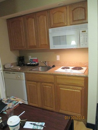 Homewood Suites by Hilton Sarasota : Clean Kitchenette