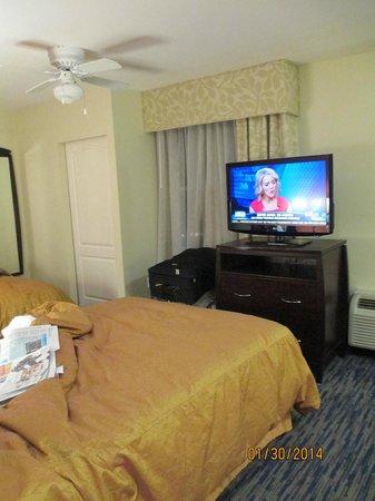 Homewood Suites by Hilton Sarasota : Flat screen TV - 2 Phones