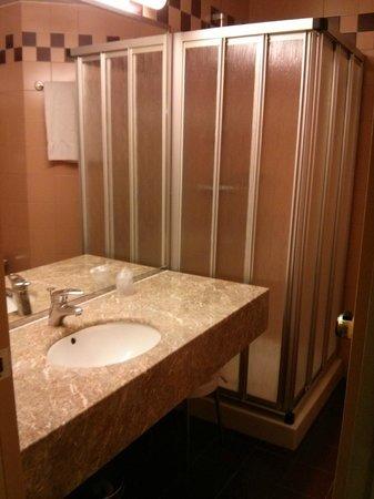 Hotel D'Este: Bathroom view