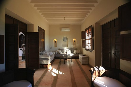 Salon de jour picture of riad couleur sable marrakech - Couleur de salon ...