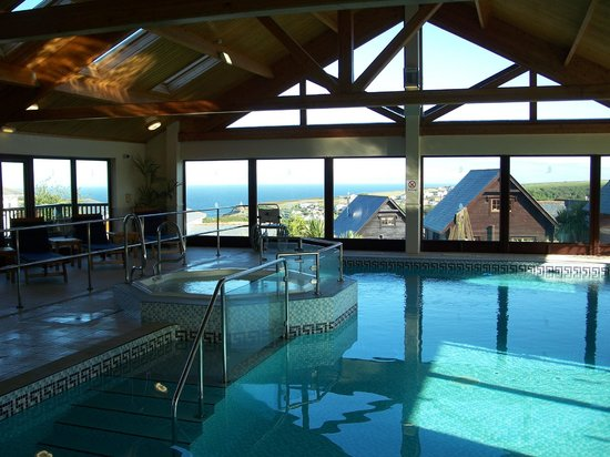Gwel an Mor: Jacuzzi and pool
