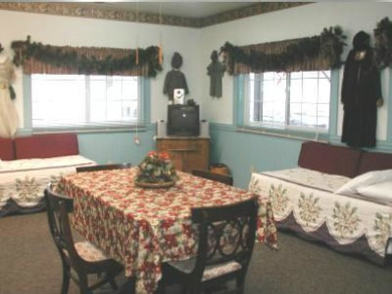 Mrs. Anderson's Lodging House: Room 4
