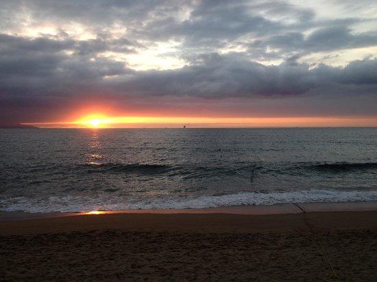 Sunset Plaza Beach Resort & Spa: Beautiful Sunset