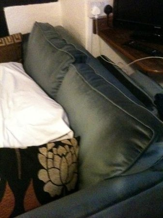 Chequers Inn: 'double' sofa bed for 2 children