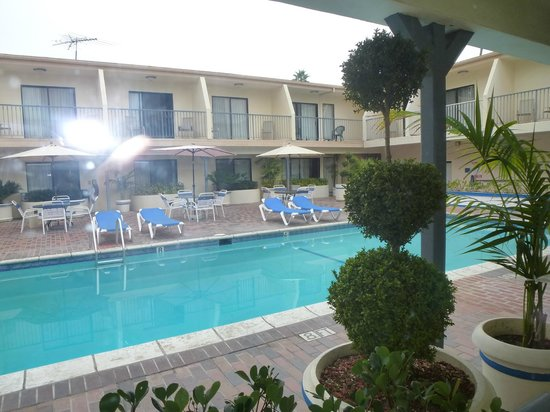 Days Inn Hollywood Near Universal Studios: Swimming pool!