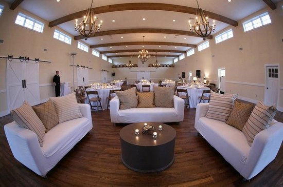 King Family Vineyards: Carriage House Reception