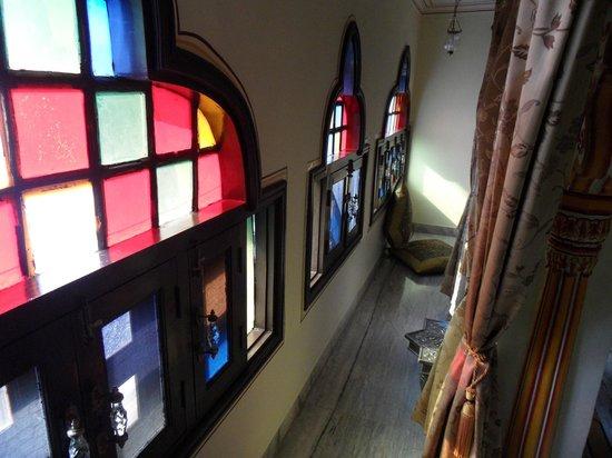 Umaid Bhawan Heritage House Hotel : Beautiful glass windows