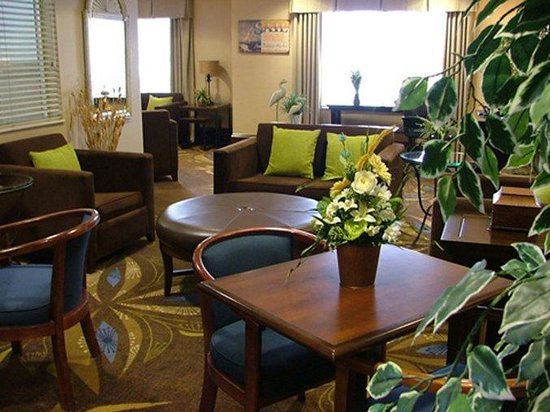 Holiday Inn Express New Buffalo: Lobby Lounge