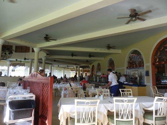 Iberostar Costa Dorada : Main dining lounge. A la cart with themes