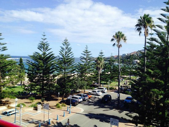 Coogee Sands Hotel & Apartments: View from our room (319)