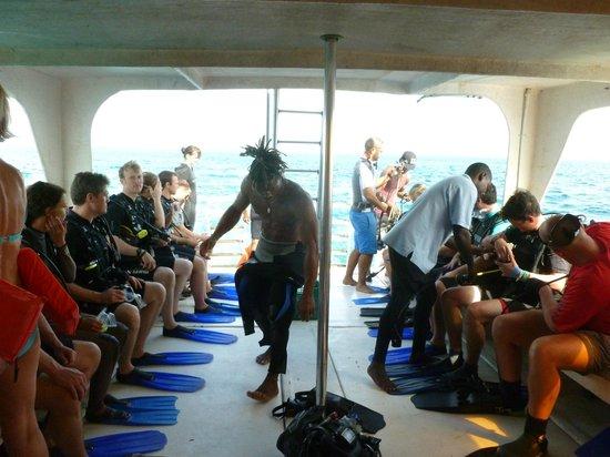 Aqua Scuba Belize: Heading to the Blue Hole
