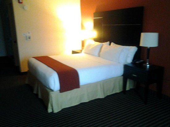 Holiday Inn Express & Suites Chowchilla - Yosemite Park Area: Room