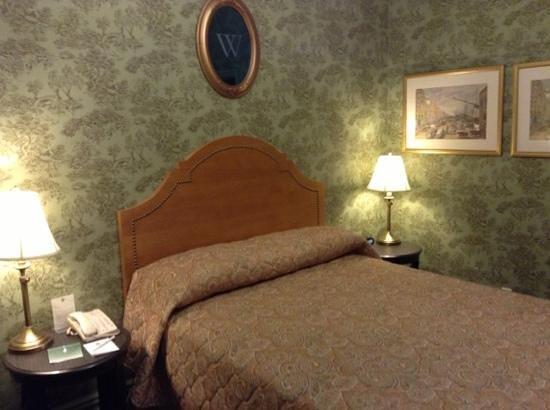 Wolcott Hotel: room 211