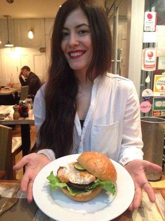 """Bistro Burger Montorgueil : Fresh Fish Burger """"Poisson""""."""